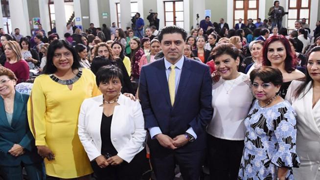 dia internacional de la mujer en palacio de gobierno