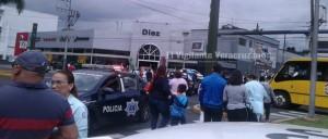 evacúan hospital del imss