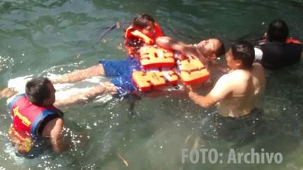 pc rescata a bañista en la laguna de nogales