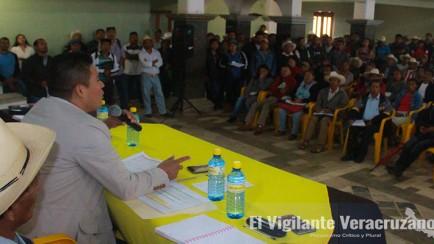 juan carlos mezhua campos con agentes municipales