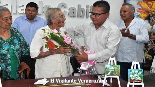 agasajan en nogales a Martha Jiménez Loyo