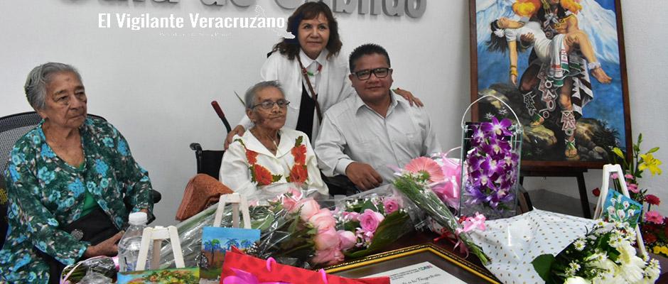 agasajan en nogales a Martha Jiménez Loyo2