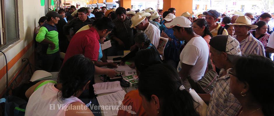 entrega de apoyos a cafetaleros en zongolica3