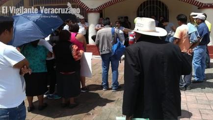 habitantes de La Joya en rafael delgado, exigen obra pública