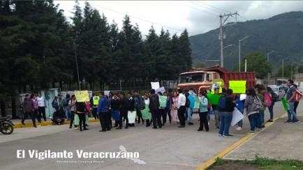 bloqueo de universitarios de la utcv