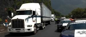 detienen camion con 80 indocumentados