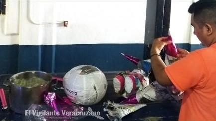 elaboracion de piñatas en cereso de zongolica