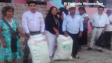 entrega de fertilizantes a productores de maiz en magdalena