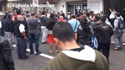 protestan taxistas contra el gobierno del estado
