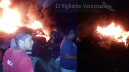se incendia galera con vehiculos cargados con combustible robado