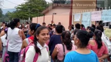 Toman secundaria en Chicomapa