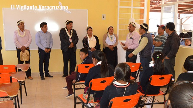 alumnos de atzompa estrenan aulas