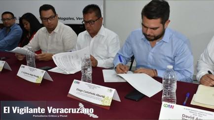firma de convenio en nogales sobre Regularización de Bienes Inmuebles Municipales en el Estado de Veracruz
