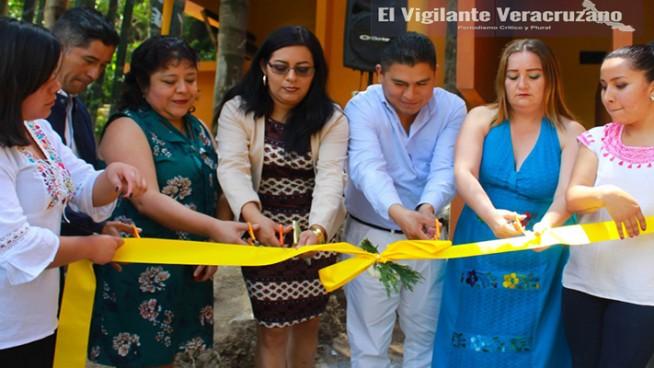 inauguran la plaza comercial de productos zongoliqueños
