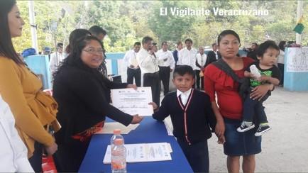 autoridades de magdalena reconocen a alumnos sobresalientes