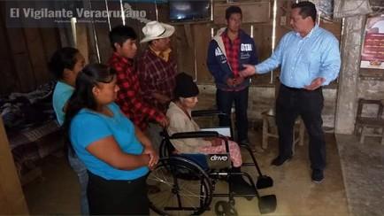 diputado local entrega silla de ruedas