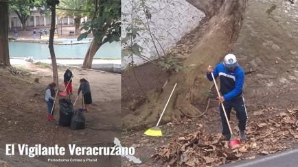 empleados del ayuntamiento limpian la laguna de nogales