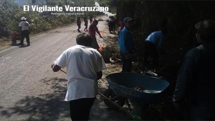 limpieza de cunetas en carretera tonalixco-magdalena