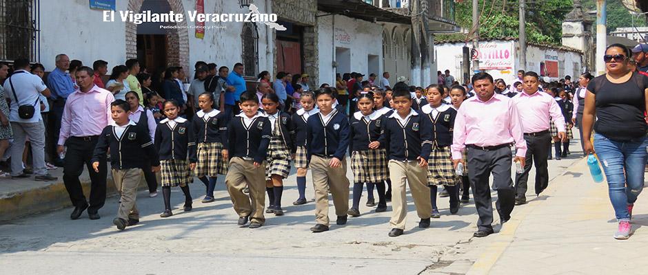 desfile cívico conmemorativo a la batalla de puebla en zongolica3