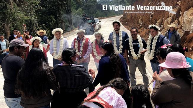 apertura de camino atlahuilco-xoxocotla