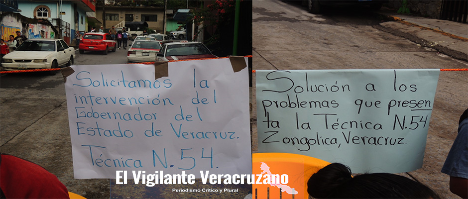 padres de familia y maestros bloquean carretera federal zongolica-orizaba2