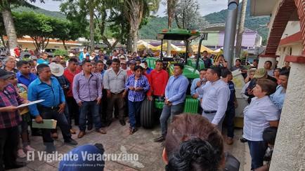 reunión entre habitantes de tzoncolco y autoridades de rafael delgado