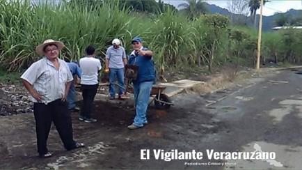 cooperativa de atzacan da mantenimiento a carretera en chicola