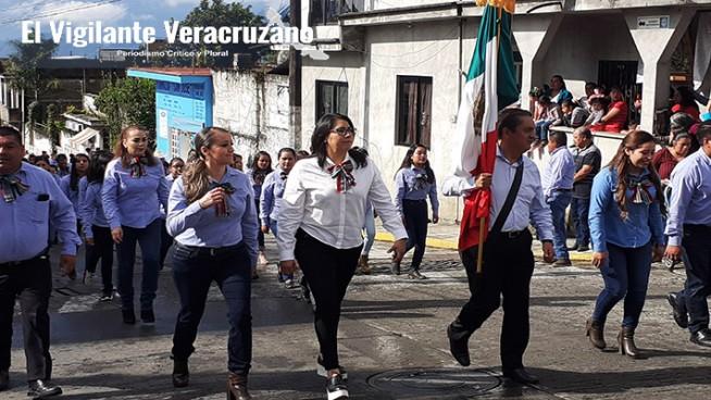 desfile de 16 de septiembre en la perla