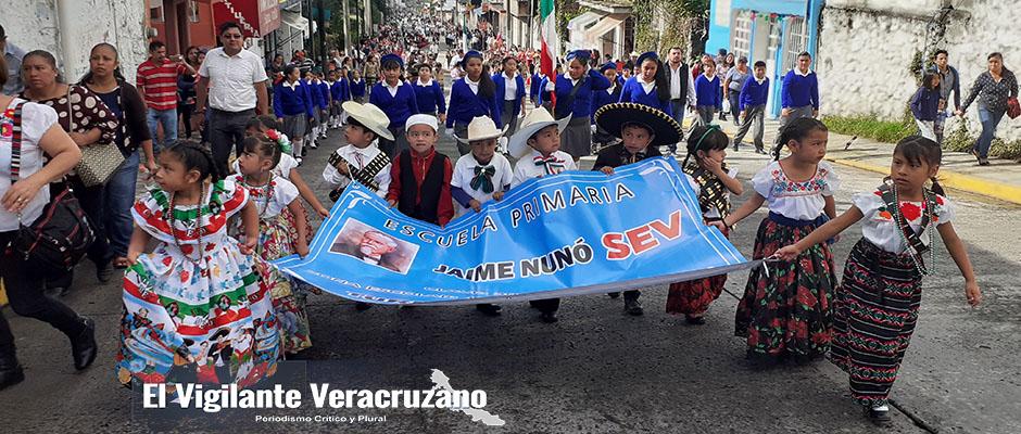 desfile de 16 de septiembre en la perla3