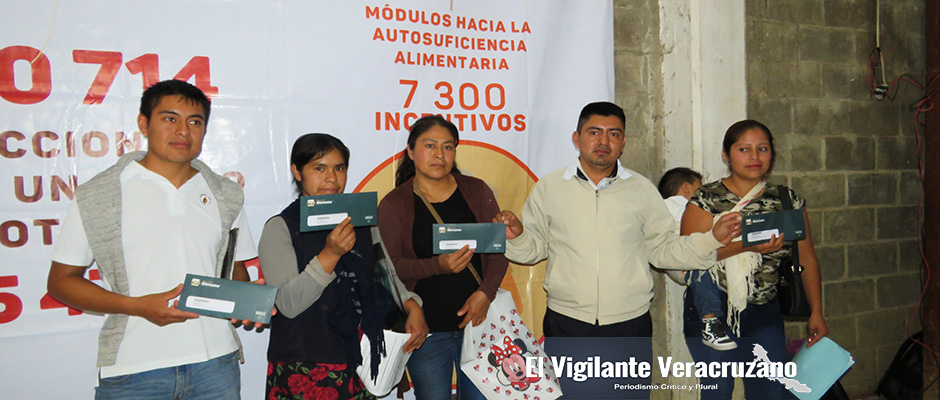 entrega de tarjetas bienestar en astacinga2