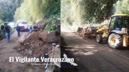 bloqueo de carretera en Tonalixco por deslave