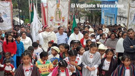 miles de visitantes veneran a La Virgen de Guadalupe en La Perla
