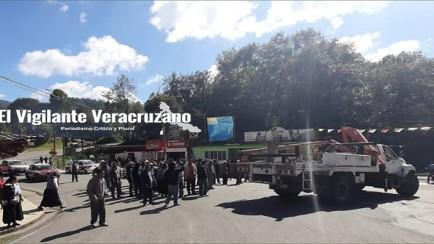 habitantes de Atlahuilco bloquean las carreteras federales Orizaba-Zongolica y Orizaba-Tehuipango