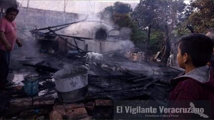 incendio acaba con panadería y vivienda en rafael delgado