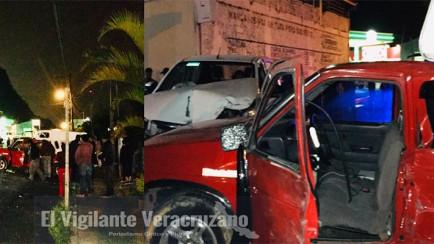 choca camioneta de bienestar en tlilapan y causa serios daños
