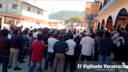habitantes de atlahuilco se manifiestan contra el alcalde raymundo ixmatlahua