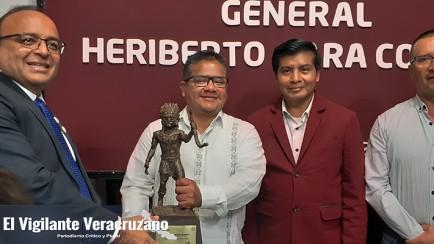 reconocen al alcalde Guillermo Mejía Peralta por su apoyo a la educación