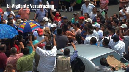 agreden a funcionarios y a reporteros en ixtaczoquitlán