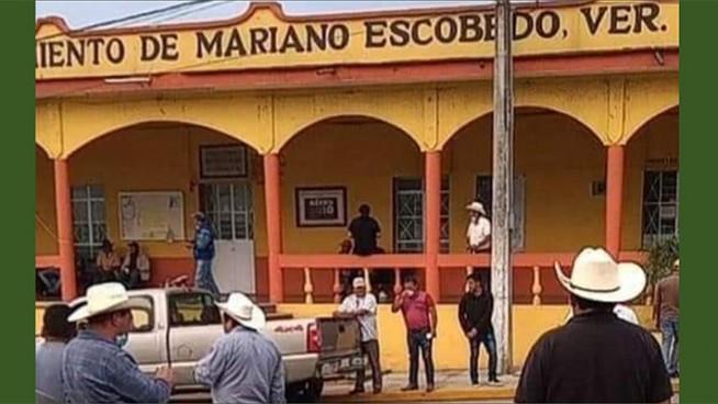 habitantes de loma grande toman palacio municipal de mariano escobedo